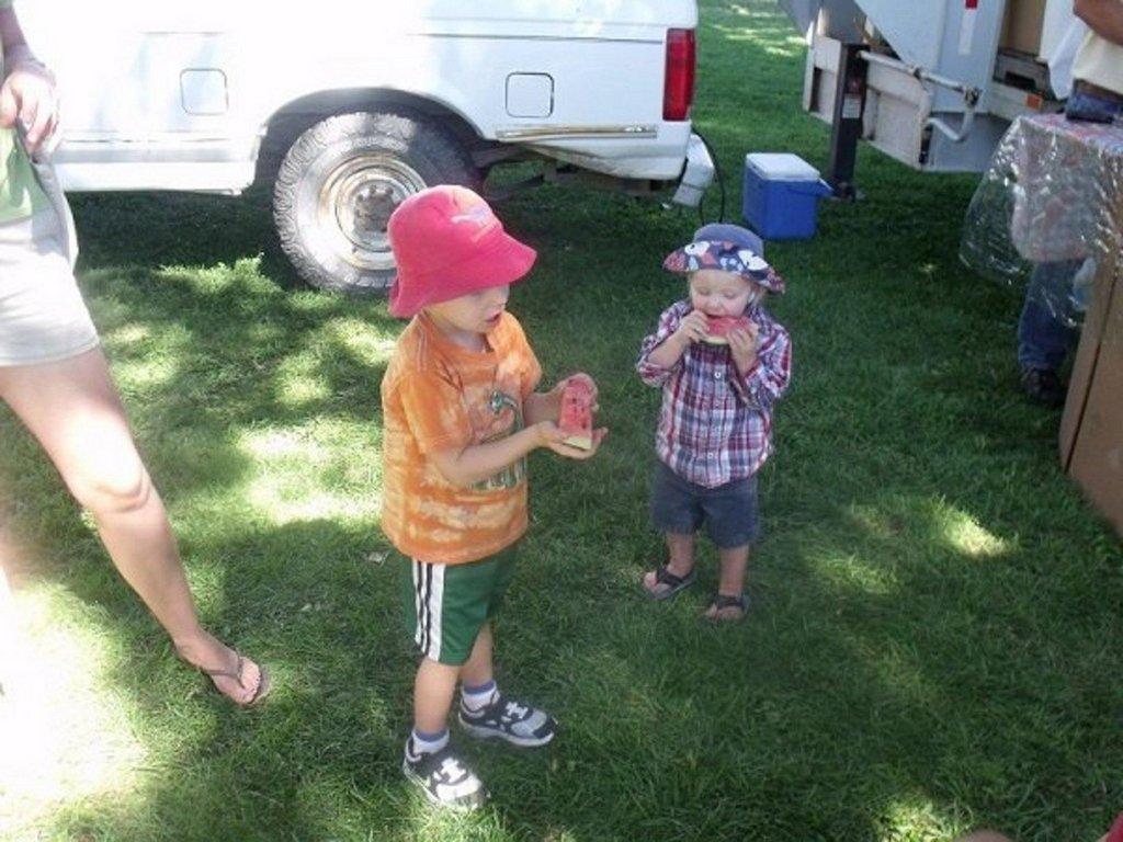 kids-eating-melon1.jpg
