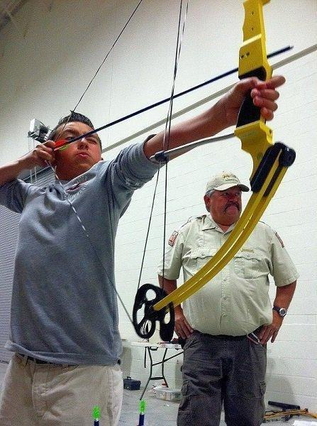 Walt-Maldonado-coaches-Price-youth-at-DWR-archery-clinic-in-2013-by-B.-Stettler1.jpg