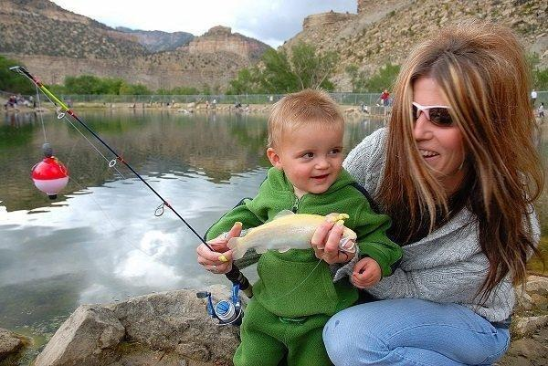brent_6-11-2011_sueann_and_aidan_riley_fish_at_gigliotti_pon.jpg