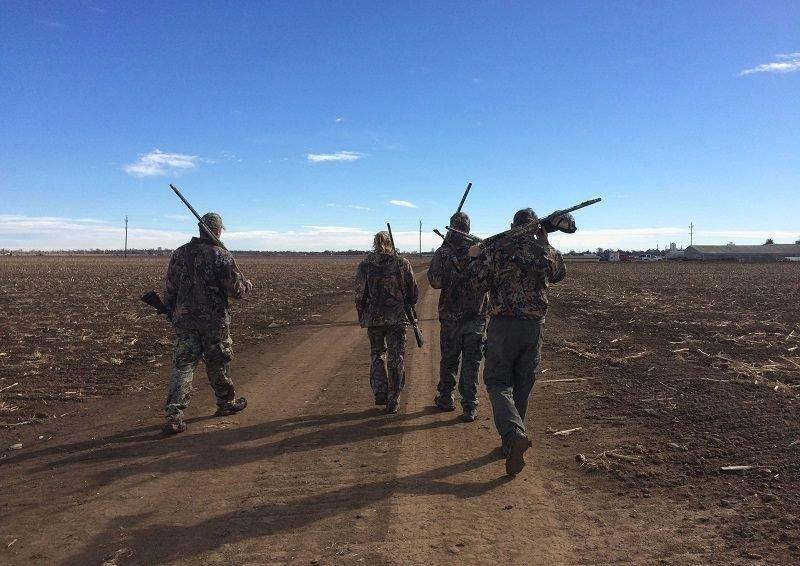derek_murdock_9-13-2016_waterfowl_hunters_in_a_field_in_Utah.jpg