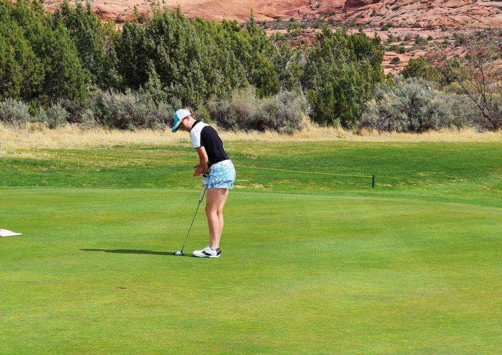 EHS-Girls-Golf-Photo-1.jpg