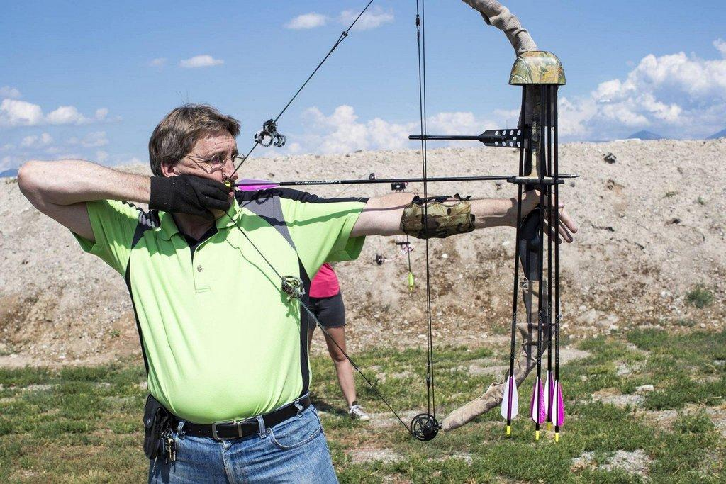 mike_christensen_7-26-2017_shooter_shoots_bow_and_arrow_at_Lee_Kay_Public_Shooting_Range_1.jpg