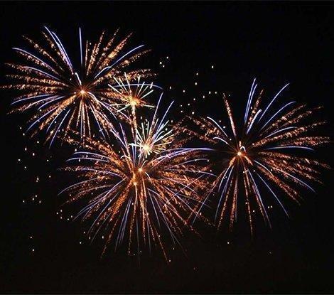 fireworks02_d4c919bc-5056-b3a8-49a0c258a8458902.jpg