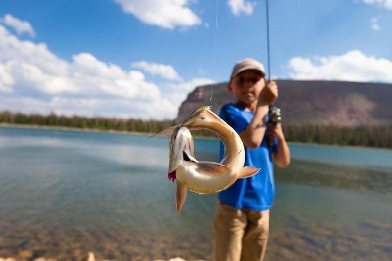 Jodi-Stowe-High-Uintas-Spider-Lake-Utah-Brook-Trout-by-Mouth-and-Tail_files.jpg