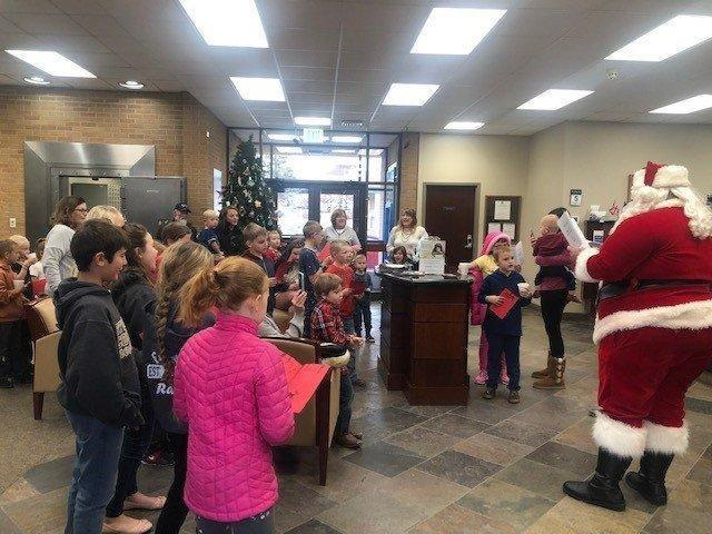Ferron Elementary Students Flick the Lights On With Zions Bank – ETV News