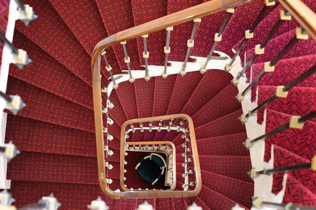 winding-staircase-1434078_1280.jpg