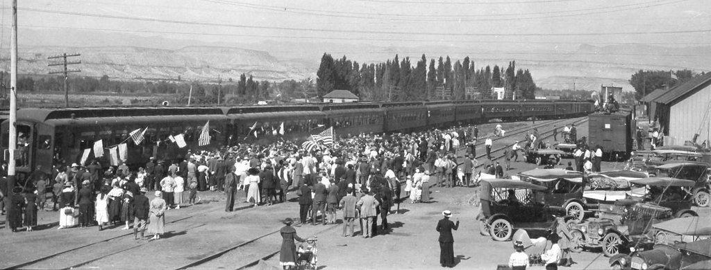 Train-leaving-Price-when-Irving-went-to-war-around-1918.jpg