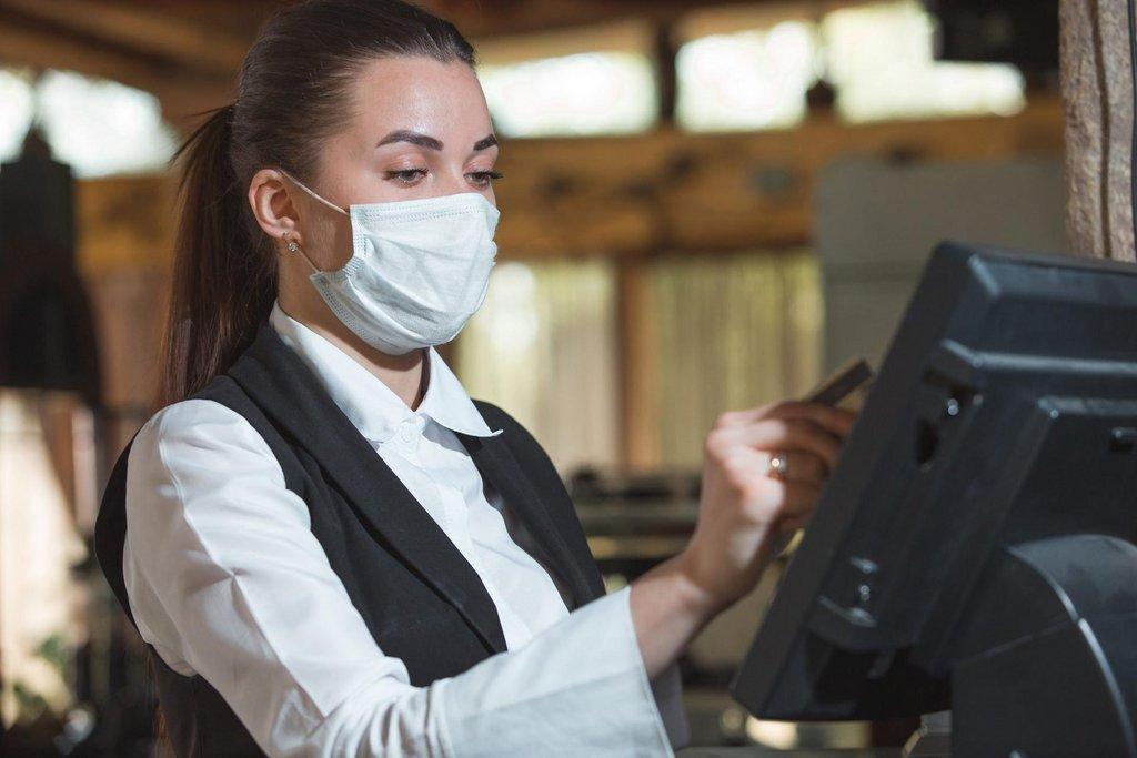 woman-working-with-mask-12-scaled.jpg